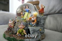 DISNEY Snow White and The Seven Dwarves Snow globe Music Box Figure RARE