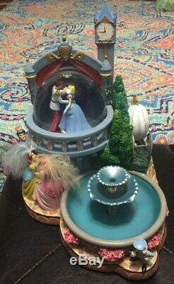 Disney Cinderella Castle Snowglobe Musical Light Up Water Fountain Rare