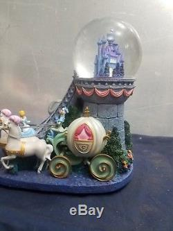 Disney Cinderella Staircase Musical and Light-up Snowglobe