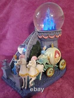 Disney Cinderella Staircase Snowglobe Musical Water Globe Lights Up! No yellow