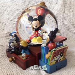 Disney MICKEY MOUSE COMIC DESK Figurines Lights Up Musical Snowglobe-MIB