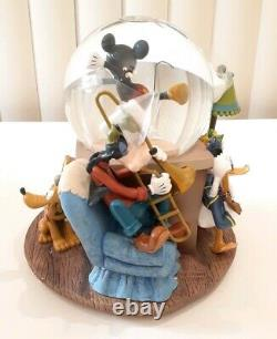 Disney MINNIES YOO HOO Musical Snow globe Water Minnie Mickey Goofy RARE(21)