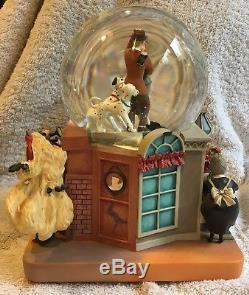 Disney Musical Snow Globe 101 Dalmatians Anita & Roger Cruella de Vil #22130