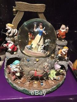Disney Snow White Musical Snow Globe