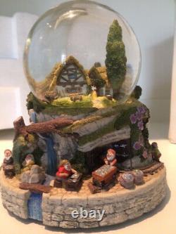 Disney Snow White Snow Globe/Music Box