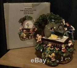 Disney Store Large Musical Snow White Snowglobe Boxed very rare