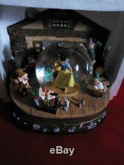 Disney Store Rotating Musical Snow Globe Snow White Seven Dwarfs Rare