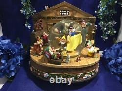 Disney Store Snow White and the Seven Dwarfs Music Box Snow Globe Rare