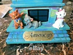 Disney The Aristocats Musical Light Up Snowglobe Everybody Wants To Be A Cat