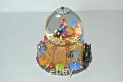 Disney Winnie the Pooh Halloween Tiggers Haunted House Musical Snowglobe Rare