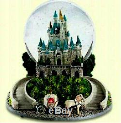 Disney World Exclusive Cinderella castle Musical Light up Water Snow globe New
