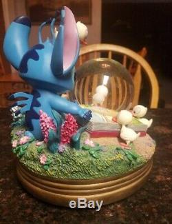 Disney's Lilo & Stitch Musical Snowglobe Stitch and ducklings Super Rare