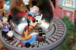 Disney snowglobe Zip-Ah-Dee-Doo-Dah Disney Main Street snowglobe Motion & music