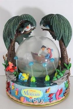 LITTLE MERMAID Rare Large Kiss the Girl Disney Store Musical Snow Globe F228