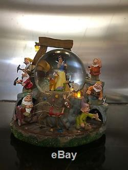 Original Disney Snow White Musical lit Snowglobe 9X9 inches. Collectable