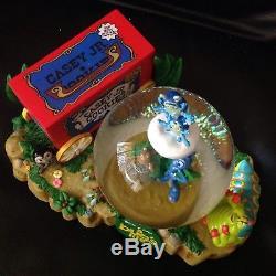 RARE Disney Pixar A Bug's Life CIRCUS SAVIOR Figurines Musical Snow Globe-MIB