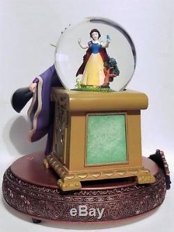 Rare Disney Villians Musical Snow Globe Evil Queen & Snow White