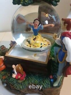 Rare HTF Limited Edition Disney Snow White Seven Dwarves and Prince Snowglobe