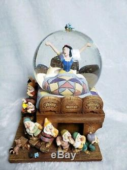Rare! Large DISNEY Snow White & The Seven Dwarfs MUSICAL SNOW GLOBE /LIGHT