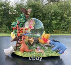 Rare Winnie the Pooh & Friends Blustery Day Musical Snow Globe Disney