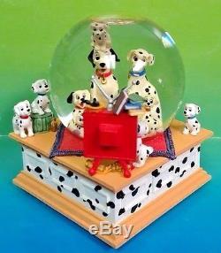 THE DISNEY STORE 101 DALMATIANS Musical Snow Globe Cruella De Ville Tune Rare