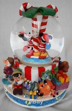 Walt Disney Mickie & Minnie Musical Snow Globe (Snowglobe) Deck the Halls